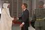 Emmanuel Macron accueilli par le prince héritier Mohamed Ben Zayed Al-Nahyan, àAbou Dhabi, le 8 novembre.