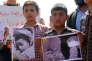 Le 7 avril, àKhan Cheikhoun, manifestation contre l'attaque chimique survenue trois jours plus tôt.