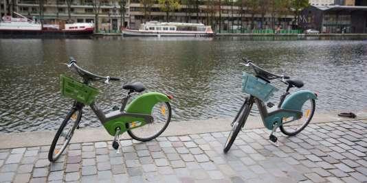 Les nouveaux Vélib', en vert pour la version mécanique, en bleu pour la version électrique.