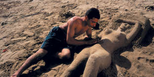 A l'occasion d'un concours de sculpture de sable à Bakou, en Azerbaïdjan, en 1997.