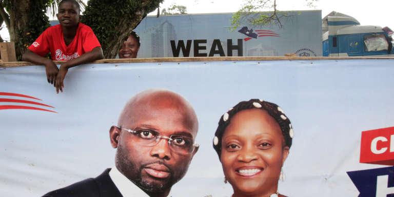 Une affiche de campagneà Monrovia, le 6 octobre 2017,en faveur du candidat à la présidence George Weah.