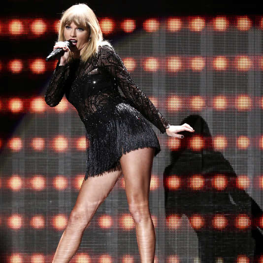 Taylor Swift sur scène au Club Nomadic de Houston (Texas), le 4 février.