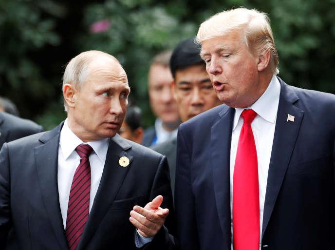 Vladimir Poutine et Donald Trump, le 11 novembre à Danang, au Vietnam.
