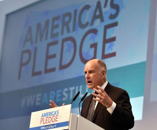 L'ancien maire de New York Michael Bloomberg et le gouverneur de Californie, Jerry Brown (photo), ont lancé, depuis Bonn, l'initiative «America's Pledge» («l'engagement américain») afin d'évaluer les efforts de réduction de gaz à effet de serre du deuxième plus gros émetteur mondial après la Chine.