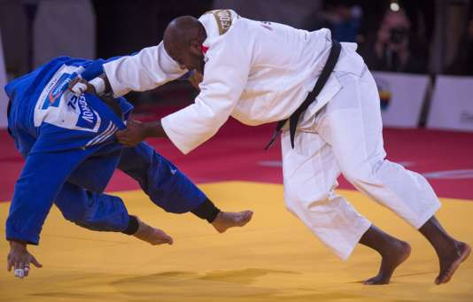 Teddy Riner opposé au Belge Toma Nikiforov en finale du championnat du monde de judo toute catégorie, le 11 novembre à Marrakech (Maroc).