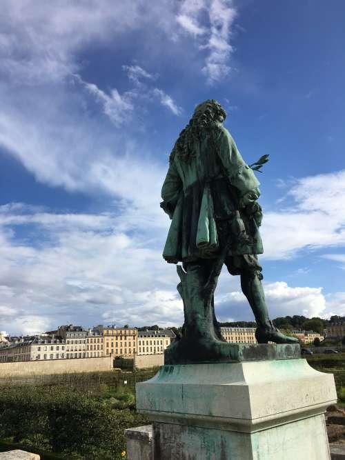 La statue du premier directeur du Potager du roi (érigée en... 1879) domine le Grand Carré.