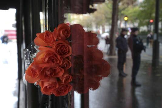 Hommage aux victimes des attentats du 13 novembre 2015, à Paris en 2016.