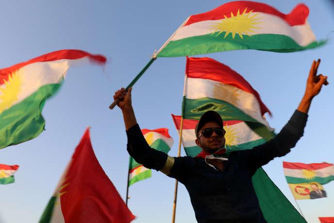 Des Kurdes à Qamichli, dans le nord-est de la Syrie, le 27 septembre.