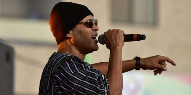 Le chanteur burkinabé de hip-hop Serge Bambara, alias Smockey, au Fespaco, à Ouagadougou, en février 2017.