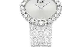 Montre joaillerie classique 27 x 22 mm. Boîtier en or blanc 18k serti de 24 diamants taille brillant (env. 1,46 ct). Bracelet en maillons d'or blanc 18k motif Palace.