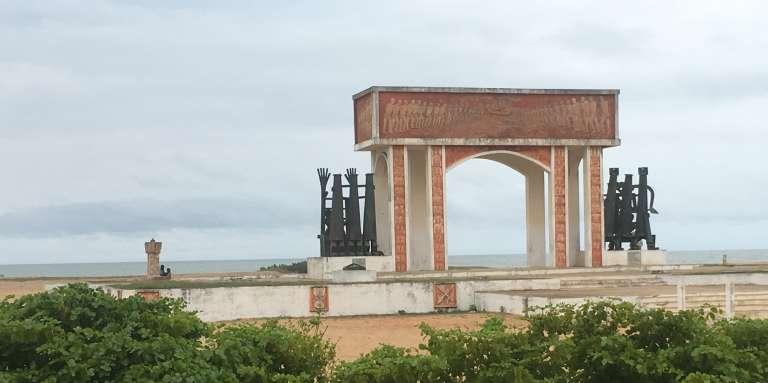 La Porte du non-retour, sur la plage de Ouidah, en octobre 2017.