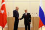 « Au-delà de leur populisme, nombre de points communs rassemblent Erdogan et Poutine, nostalgiques d'empires défunts, alliant « le sabre et le goupillon », verrouillant leurs espaces publics respectifs» (Les présidents Erdogan et Poutine, à Sotchi, en Russie, le 13 novembre).