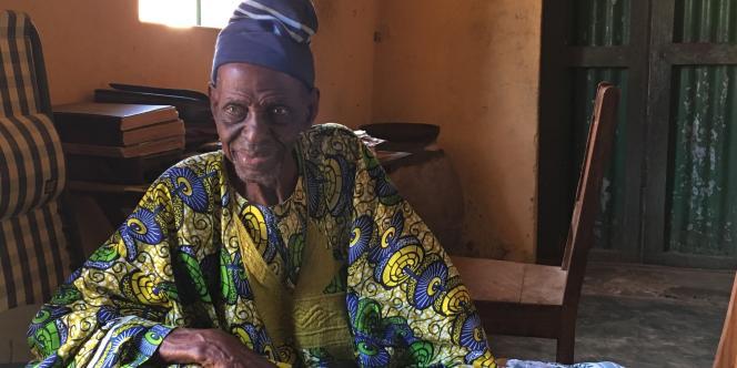 Aruna Mounirou est imam et a été instituteur pendant trente ans dans la ville de Bantè, dont il est le doyen.