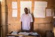 Ali R. enseignant à l'école du camp de Gaoui, situé à la périphérie de N'Djamena (Tchad). Il travaille avec 8 autres institeurs. Les classes vont du CP au CM2. 679 enfants fréquentent l'espace scolaire.CAMILLE MILLERAND/DIVERGENCE POUR LE MONDE