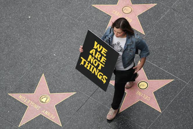 «Nous ne sommes pas des objets». Une manifestante sur le«Walk of Fame»(«Promenade de la célébrité»), à Hollywood, le 12 novembre.