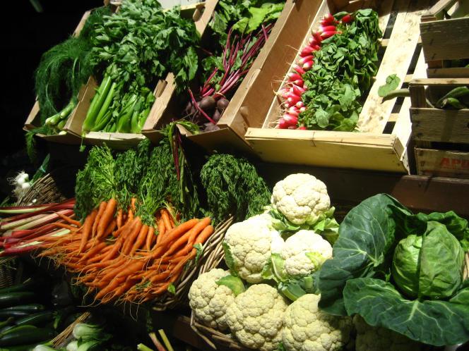 Légumes en vrac et bio entrent dans les hypermarchés.
