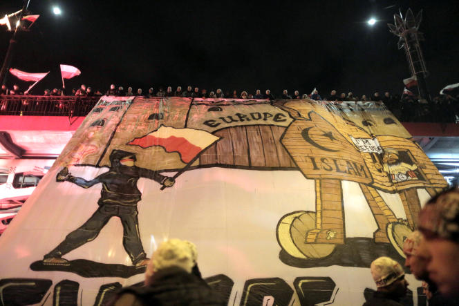 Bannière anti-réfugiés lors de la manifestation nationaliste, à Varsovie, le 11 novembre.