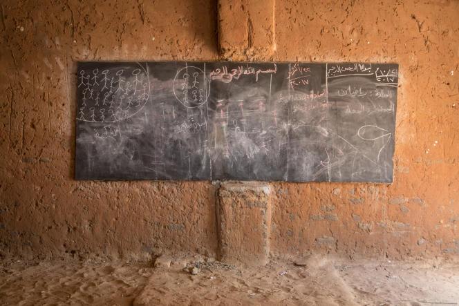 Dans le camp de Djabal à l'est du Tchad, l'ONG du Service jésuite des réfugiés assure la scolarisation de 864 élèves. Ici la salle de classe.CAMILLE MILLERAND/ DIVERGENCE POUR LE MONDE