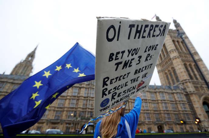 Manifestation d'opposants au Brexit devant le Parlement de Londres, le 14novembre.