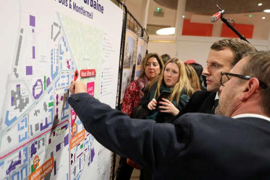 Olivier Klein, le maire de Clichy-sous-Bois, lors d'une visite d'Emmanuel Macron au centre social intercommunal de la Dhuys, le lundi 13 novembre.
