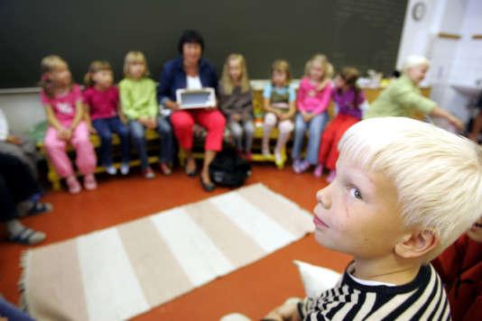 Les écoles finlandaises ont été pionnières dans l'individualisation des apprentissages et la coopération. Ici, la rentrée des classes à Vaasa, le 17 août 2005. OLIVIER MORIN/AFP