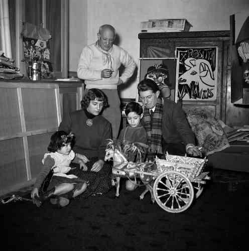 «Un rare moment est capturé ici, Picasso entouré de ses quatre enfants. C'est l'image harmonieuse d'une famille recomposée, tel un bel assemblage !»