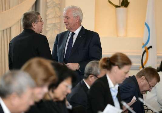 Le président du CIO Thomas Bach, en discussion avec son homologue de l'Agence mondiale antidopage Craig Reedie. Les deux hommes sont considérés comme sensibles aux arguments de la Russie.