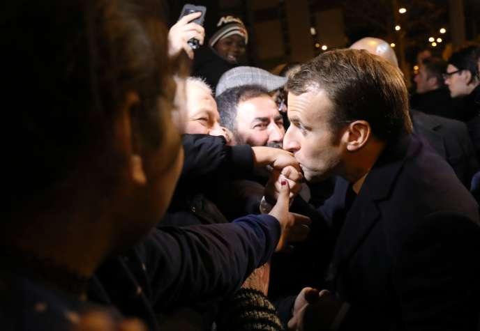 Emmanuel Macron en visite à Clichy-sous-Bois (Seine-Saint-Denis), lundi 13 novembre.