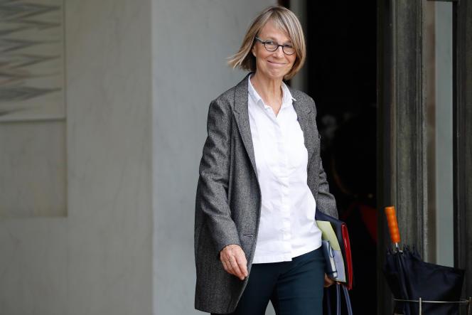 La ministre de la culture, Françoise Nyssen, sur le perron de l'Elysée, le 25 octobre.