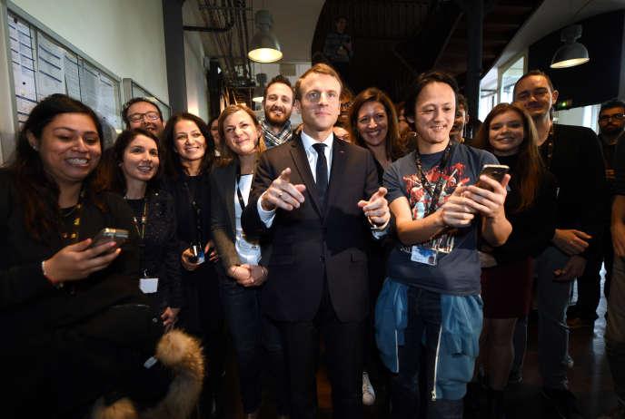 « C'est une mobilisation de toute la nation qui seule peut répondre au défi immense » de la pauvreté urbaine, a affirmé le président, à Tourcoing, le 14novembre.