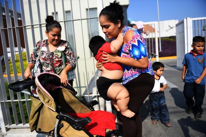 Le petit Luis Miguel Gonzalez, qui pèse 28 kg à 10 mois, est devenu l'emblème du fléau qui frappe le Mexique, où un tiers des enfants sont gros, voire obèses.