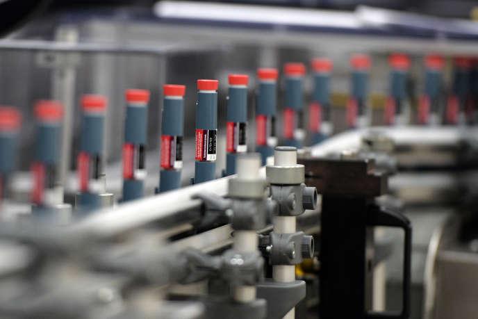Ligne de fabrication de dispositifs pour injecter l'insuline, à l'usine Lilly de Fegersheim (Bas-Rhin), en octobre 2015.