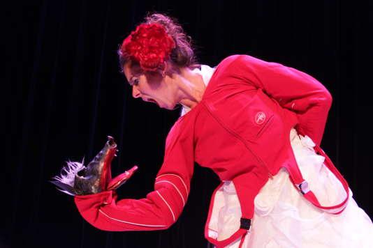 « Chaussure(s) à son pied», de et avec Emili Hufnagel, du Turak Théâtre.