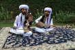 Les frères Riaz et Khadim Hussain à Islamabad (Pakistan), le 27 octobre 2017.