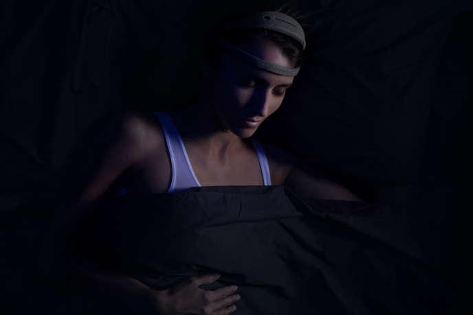 La bandeau connceté Dreem, développé par la start-up française Rythm, promet d'améliorer le sommeil profond.