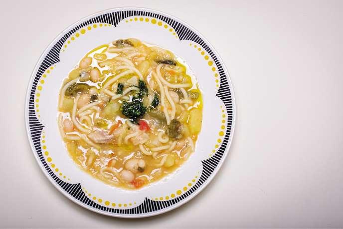 Une bonne soupe corse qui tient au corps, avec des pâtes et du pistou.