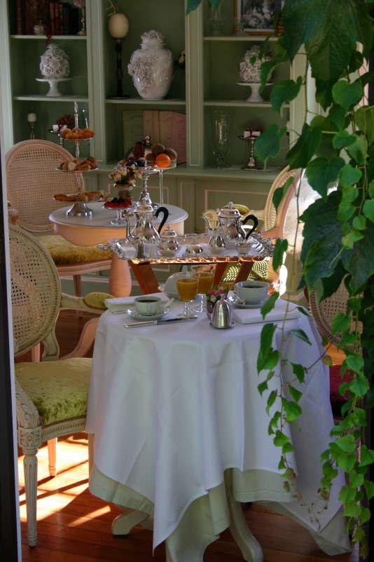 Villa Joséphine, trois-étoiles à la déco très XIXe siècle, se situe à deux pas du bord de mer de Deauville.