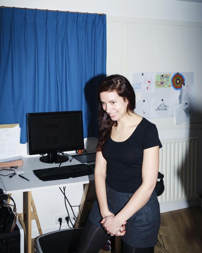 Emma, le 12 novembre à son domicile, à Ivry-sur-Seine (Val-de-Marne).