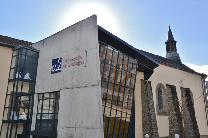 «Si regarder les aptitudes des bacheliers pour leur entrée en licence paraît plus légitime que le tirage au sort, ceux qui resteront sur le carreau ne verront pas forcément la différence» (Sur le campus de l'université de Limoges, en 2014).