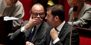 Le premier ministre Edouard Philippe (à gauche) et le porte-parole du gouvernement Christophe Castaner à l'Assemblée nationale, le 15 novembre.