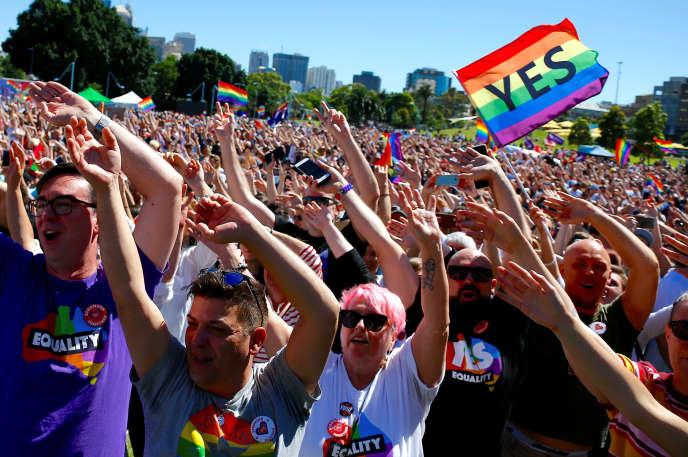 Des partisans du mariage gay fêtent leur victoire à Sydney en Australie, le 15novembre.