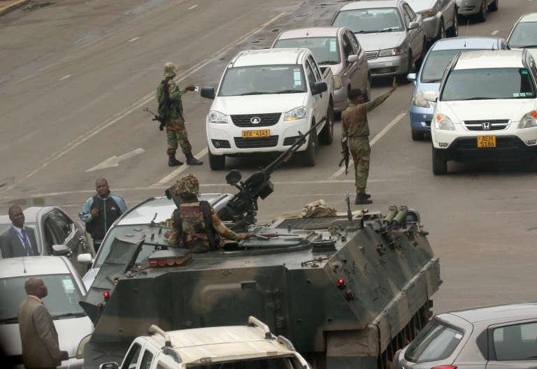A Harare, mercredi matin 15 novembre 2017. Les militaires ont pris le pouvoir dans la nuit au Zimbabwe et mis en détention le président Robert Mugabe, 93 ans.