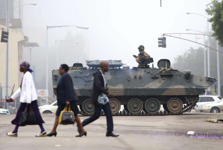 Des militaires dans les rues d'Harare, la capitale du Zimbabwe, mercredi15novembre2017.