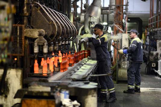 Dans une usine de recyclage du verre, à Albi (Tarn).