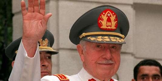 La dictature d'Augusto Pinochet, débutée le 11 septembre 1973, a duré jusqu'en 1990.