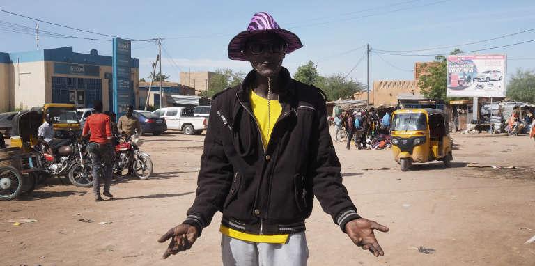 Ancien passeur,Abdou Ahmed a bénéficié en 2017 d'un plan de reconversion, mais le financement de sa nouvelle activité ne vient toujours pas. « Si l'Etat ne fait rien, je vais reprendre mon ancienne activité ! », prévient-t-il.