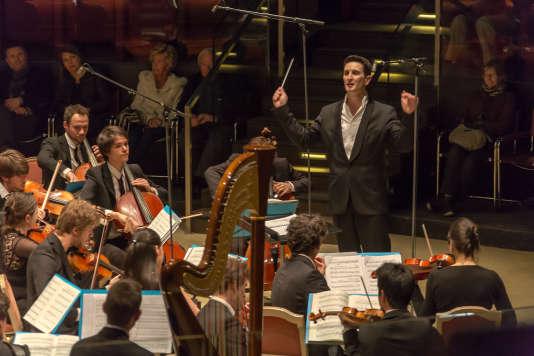 Le jeune chef d'orchestre et compositeur Clément Mao-Takacs en concert à Deauville en avril 2015.