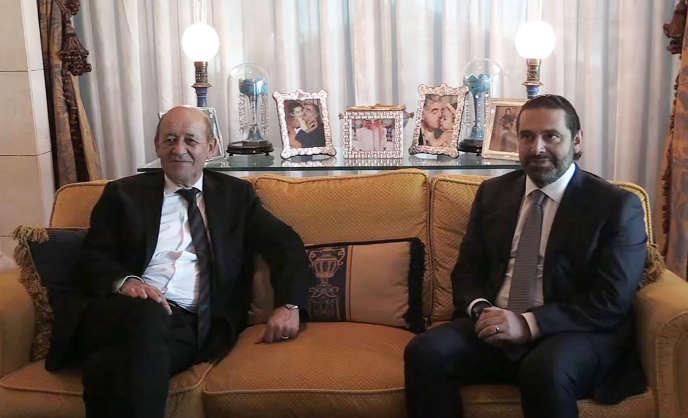Le ministre des affaires étrangères français, Jean-Yves Le Drian, et le premier ministre démissionnaire du Liban, Saad Hariri, le 16 novembre 2017.