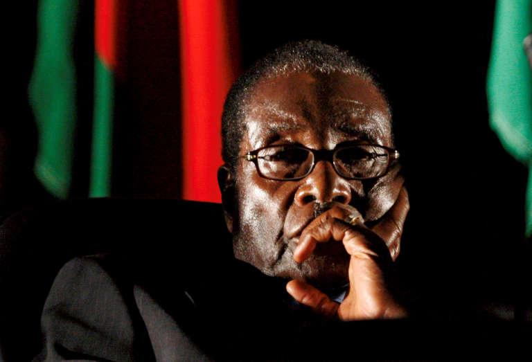 Le président zimbabwéen Robert Mugabe en 2008 à Johannesburg, en Afrique du Sud. Il est alors âgé de 84 ans.
