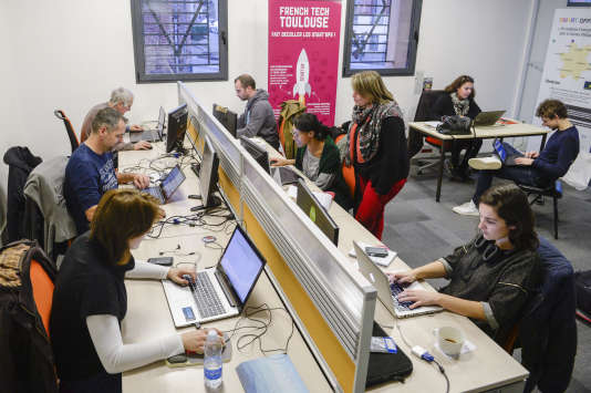 Créée par l'association La Mêlée, La Cantine est un espace de coworking, d'accueil, d'orientation et d'accompagnement des porteurs de projets numeriques au sein de la French Tech Toulouse.